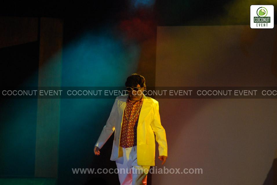 Anupam Kher - Theatre Play