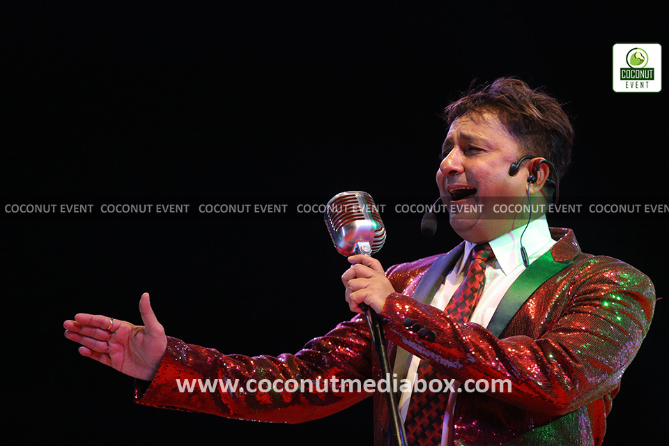 Sukhwinder Singh performing in Live Concert