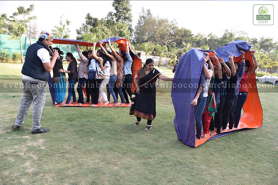 Coconut event managing an event for HPCL's Mumbai Refinery 2017 with fun outdoor activities such as human-wheel to celebrate women's day with peace sign group photographs