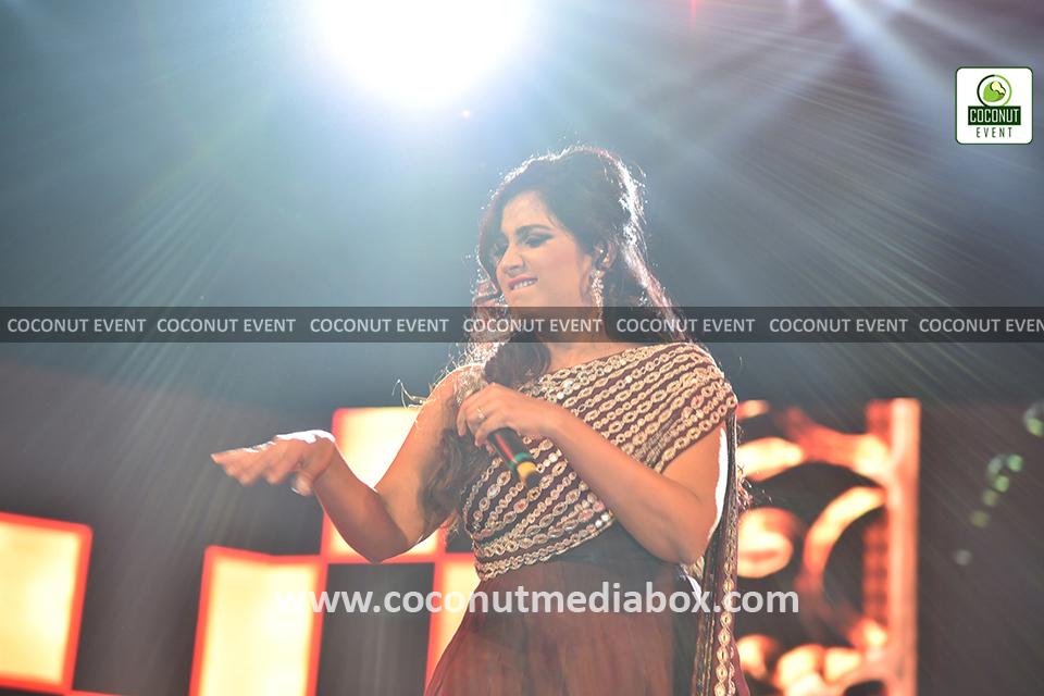 Shreya Ghoshal live performance at Ahmedabad