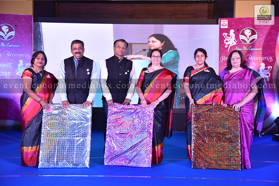 Coconut event managing an event for HPCL's Mumbai Refinery 2017 where women are awarded with gifts for their great hardwrok in their respective ambitions